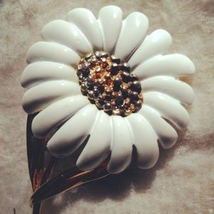 MONET Daisy Flower Brooch, White Enameled Pin  VTG